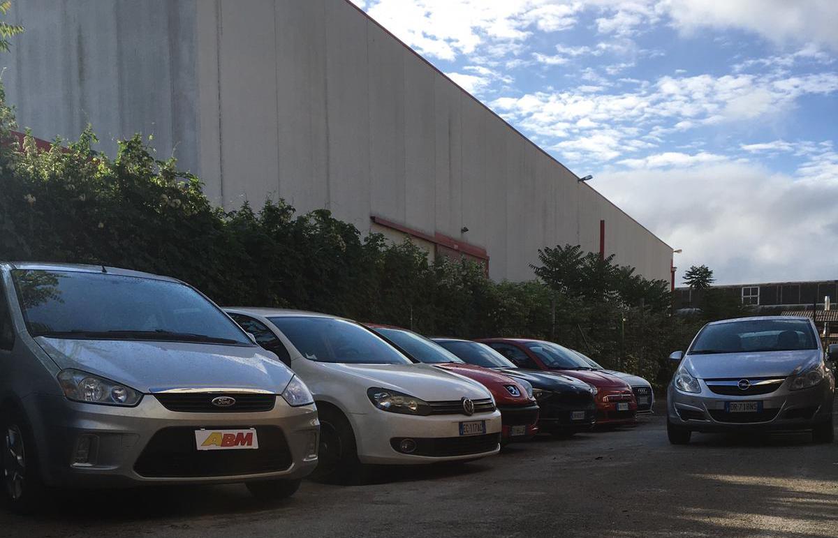 varie auto nell esterno